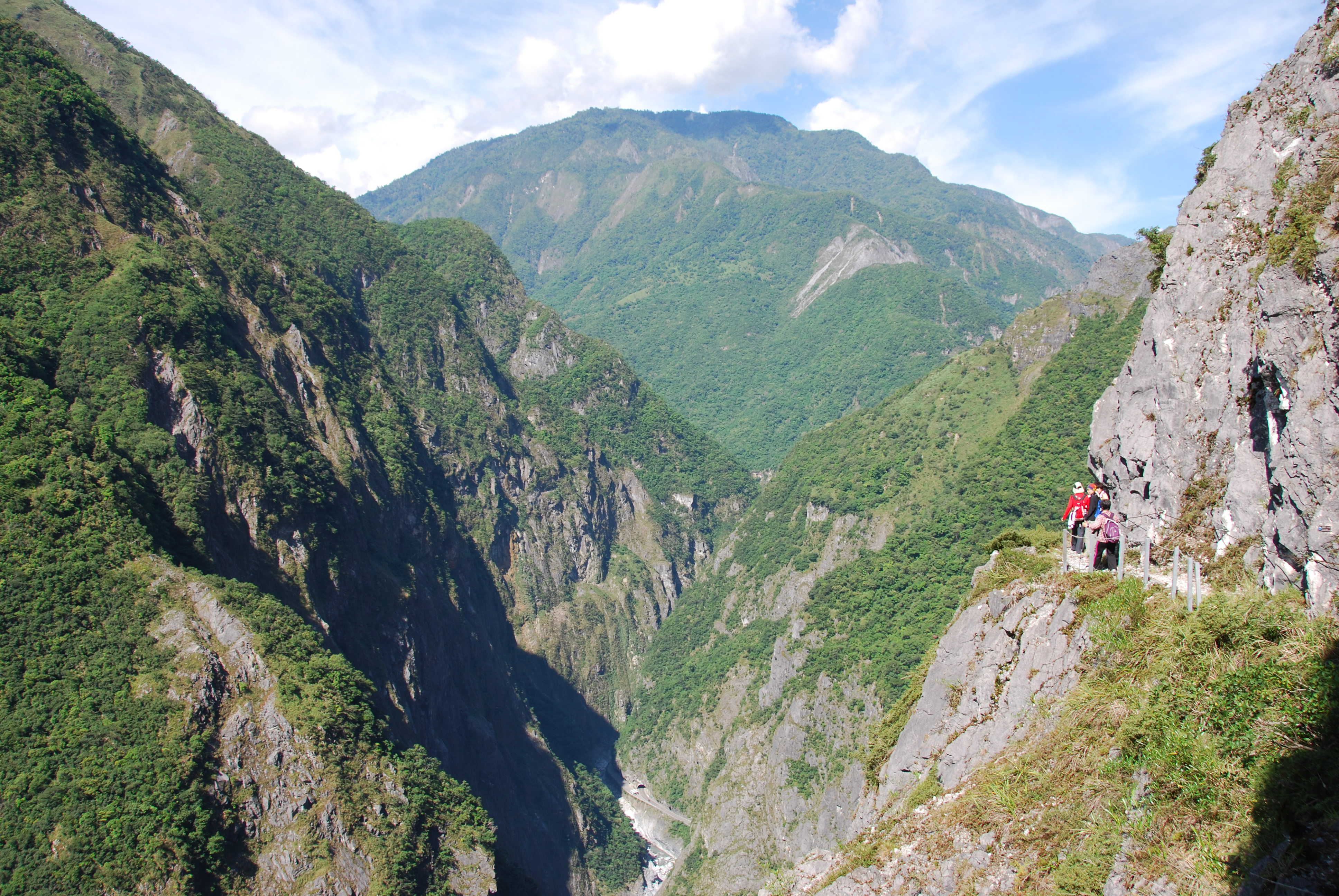 Taiwan Off the Beaten TrackA Bird's-Eye View of Taroko Gorge: Jhuilu Old Trail