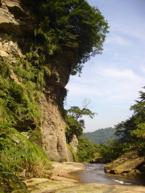 Jiangziliao Cliff looms over the brink of the little waterfall