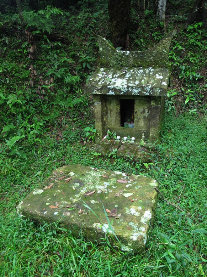 Earth God shrine near Zukeng