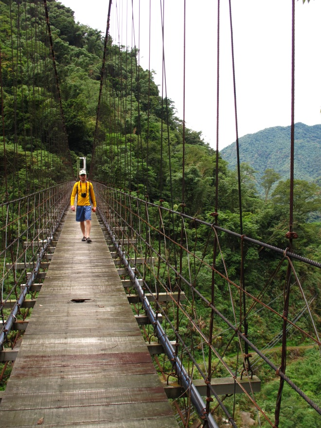 The suspension bridge near the trailhead