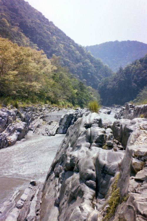 Shicheng Gorge (1994 photo)