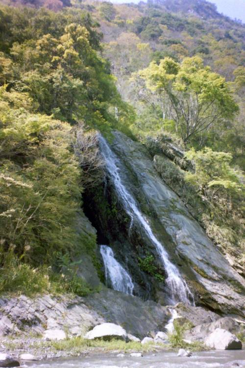 Liangjiu Waterfall