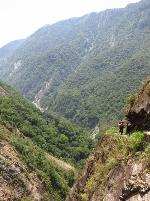 On Batongguan Old Trail, about ninety minutes out of Dongpu