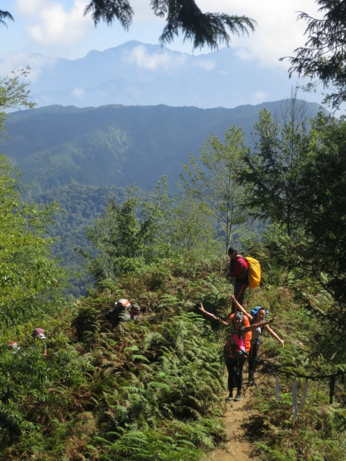 The higher route is much the more scenic of the two routes from Shanlinsi to the lake