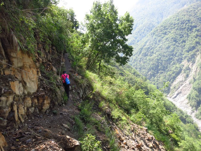 After Cloud Dragon Waterfall the route is less well preserved, although not difficult