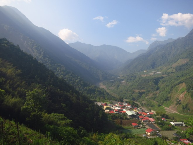 The west and front peaks of Yushan (Jade Mountain) can be seen near the start of the trail, just after leaving Dongpu