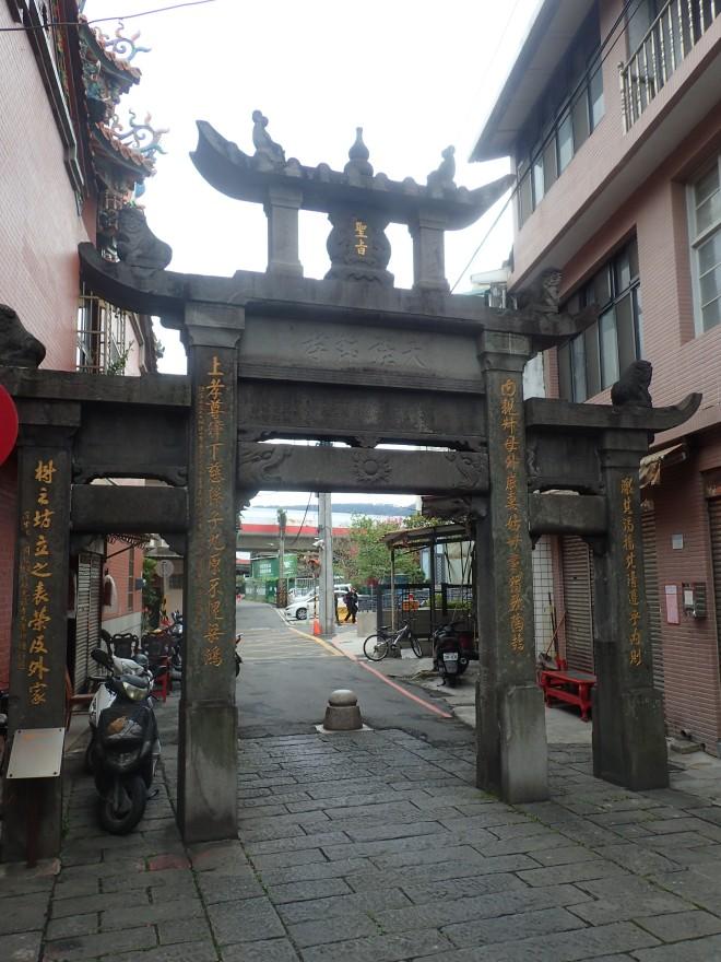 Zhou Family Widow's Memorial, near Beitou MRT station