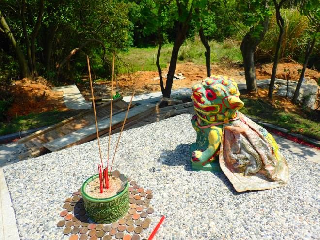 Statue near the Qing dynasty Chenjian Tomb, east Kinmen
