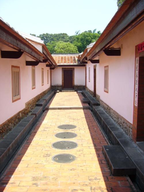 Hakka sanheyuan house near Xinpu