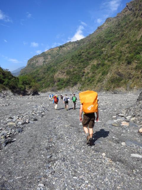 Hiking back from Jiuhaocha aboriginal village, Pingtung County