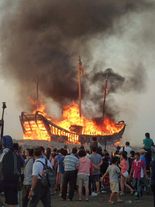 The boat burning ceremony at Donggang, Pingtung County...