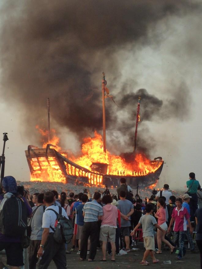 The boat burning ceremony at Donggang, Pingtung County...